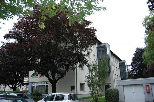 Sehr zentral gelegene 2-Raum-Wohnung mit sonniger Loggia! Umgeben von bester Infrastruktur! Ideal für Stadtliebhaber! Provisionsfrei!