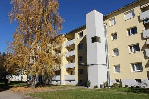 Provisionsfrei: Gepflegte 3 Zimmerwhg. mit sonnigem Balkon, Lift - Carport mögl. - familienfreundlich im Grünen