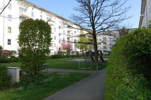 Zauberhaftes Wohnen mit Balkon am grünen Stadtrand! Moderner Schnitt, sonnig und freundlich! Provisionsfrei!