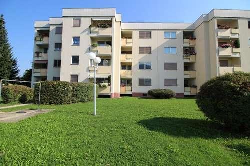 Provisionsfrei: Schöne Zweizimmerwohnung mit Sonnen-Balkon, Lift & Garage in Top-Lage am grünen Ortsrand