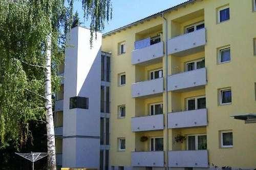 Schöne Zweizimmerwohnung mit Küche, Balkon u. Lift am ruhigen Ortsrand - provisionsfrei!
