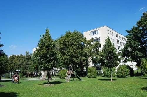Wohlfühlen in ausgewähltem nachbarschaftlichem Umfeld! Helle 2-Zimmer-Wohnung mit LOGGIA im beliebten Wohngebiet Bindermichl/Oed! Provisionsfrei!