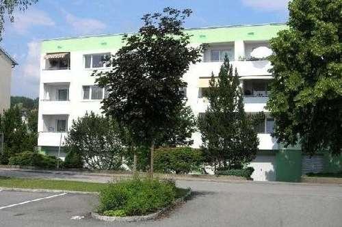 Ruhesuchende Naturliebhaber aufgepasst! Helle, freundliche 3-Zimmer-Wohnung mit einladendem Balkon in grüner und dennoch zentraler Lage! Prov.-frei!