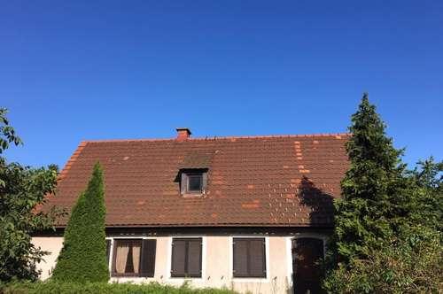 Sanierungsbedürftiges Einfamilienhaus in ruhiger Lage mit ebenem Grundstück - Provisionsfrei
