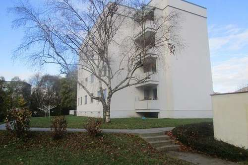 Großzügige und helle 3-Zimmer-Wohnung im 3. OG mit Balkon und Lift! Genießen Sie eine einzigartige Wohnatmoshäre! Prov.-frei!