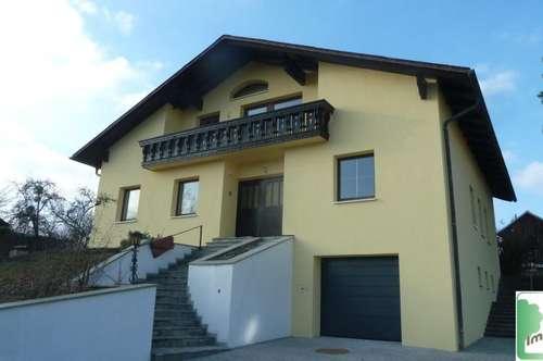 Neu renovierte Dachgeschoss-Wohnung in Zweifamilienhaus