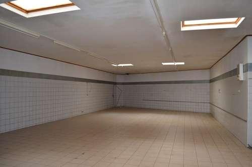 Gewerbliche Fläche (ehemalige Backstube) steht zur Vermietung mit 272,47 m² in Gaming