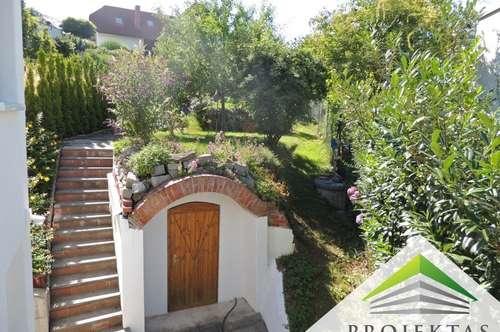 Einzigartige Doppelhaushälfte am Auberg mit Traumaussicht & liebevollem Garten zu verkaufen!