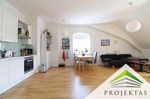 Stilvolle 3 Zimmer DG-Wohnung mit Küche an der Donaulände - Ideal für eine WG
