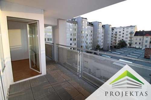 2,5 Zimmerwohnung mit Küche im Zentrum - 10 m² große Loggia