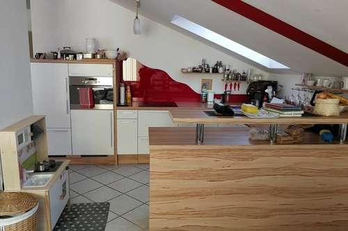 Dachgeschoßwohnung in zentraler Lage zu vermieten