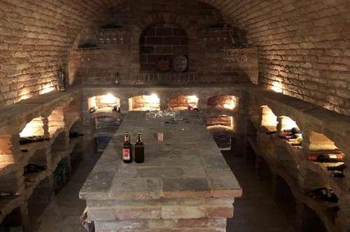 Weinkeller mit unterkellertem Wohnhaus und großer Garage
