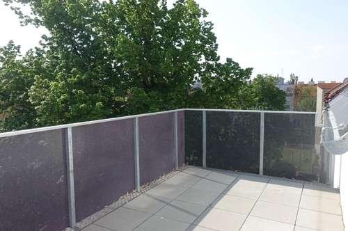 ERSTBEZUG 3 Zimmer DG Wohnung mit Terrasse und Balkon auf einer Ebene