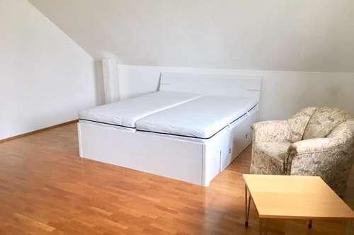 Zimmer mit Balkon in Oberthan - kann individuell möbliert werden