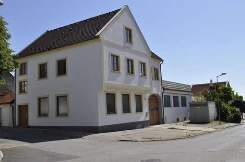 Herrliches Stadthaus mit Terrasse & Halle