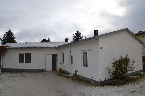 Lagerhalle mit integriertem Büro.