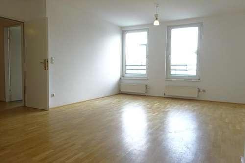 Helle 3-Zimmer DG Maisonette mit Terrasse, Nähe KH Rudolfstiftung