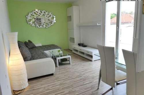 Voll-möblierte DG-Wohnung ohne Schrägen mit 20m² Terrasse und Weitblick!