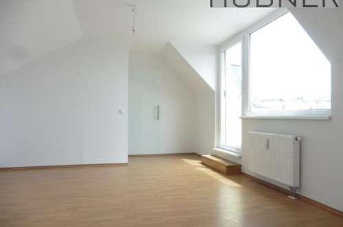 UNBEFRISTET!!! Schicke, helle DG-Wohnung mit 11m² Terrasse und WEITBLICK!