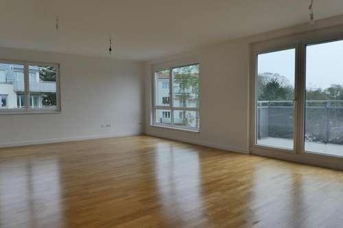 Klimatisierte, super-helle 3 Zimmer Wohnung mit 7m² Balkon