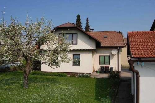 Reizendes kleines Wohnhaus mit schönem Gartengrund