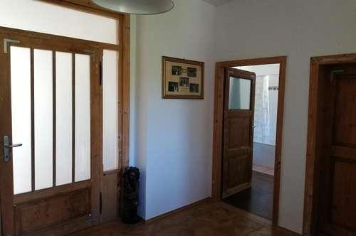 Gemütliche 4 Zimmer Altbauwohnung im Privathaus- Hund und Katz willkommen