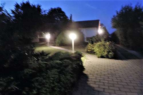 Bungalow mit 2 Garagen und großem gepflegten Garten