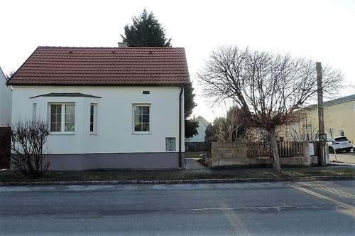Haus auf Eckgrund mit kleinem Garten- innen und außen renoviert