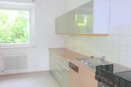 Gepflegte 3-Zimmerwohnung mit Loggia Nähe Leechwald.