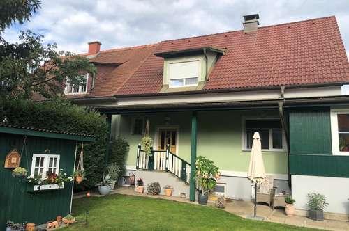 Modernisierte großzügige voll unterkellerte Doppelhaushälfte mit Pool, Pavillon und Gartenhaus(2293)