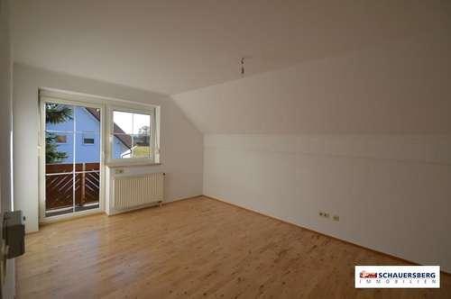 Wunderschöne 2 Zimmerwohnung im Dachgeschoss mit eigenem Garten in einem Zweifamilienhaus