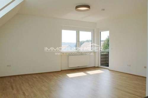 Neu sanierte 4- Zimmer-Wohnung mit Loggia in zentraler Lage!