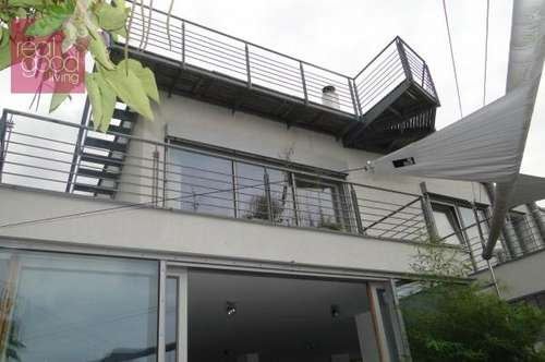 Luftiger Wohntraum mit Pool und Terrassen in ruhiger Aussichtslage