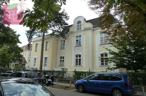 Gerade generalsanierte historische Stilvilla in toller Lage des 13. Bezirks gegenüber des Orthopädischen Spitals