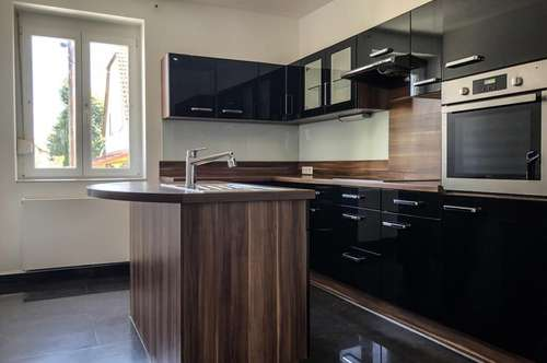 Hausanteil: Sehr schöne 6-Zimmer-Wohnung neu renoviert!