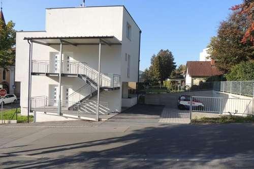 TOP Zinshaus mit 4 Wohneinheiten mit großen Terrassen und Parkplatz!