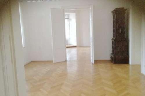 Exklusiv renovierte Büroflächen mit Blick auf den Alten Platz zu vermieten !