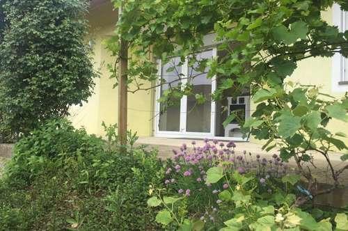 Vollunterkellertes Traumhaus in Seitengassenlage mit wunderschönem Garten !!