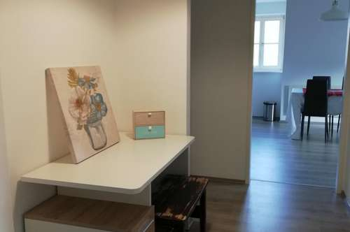 Schöne Maisonette 3-Zimmer Wohnung! Vollmöbliert mit Blick auf Schloss Eggenberg in Graz