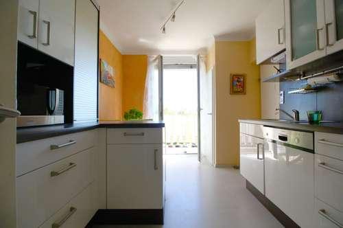 Besonders geräumige und großzügige Wohnung mit sehr viel Potential