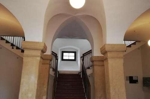Schöne Maisonette 3-Zimmer Wohnung! Vollmöbliert mit Blickauf Schloss Eggenberg in Graz