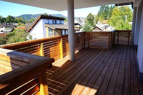 Neuwertige 2 Zimmer - Mietwohnung ca. 63 m² inkl. Sonnenbalkon ca. 13 m² in zentraler Lage von Mondsee, mit Lift und Parkmöglichkeiten