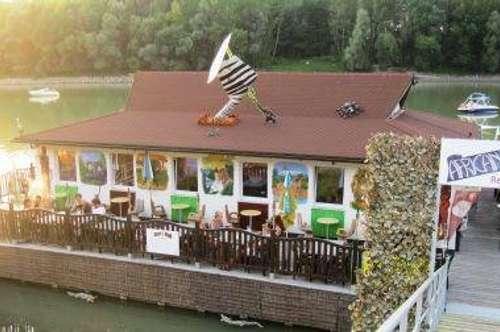 Extravagantes, schwimmendes Lokal am Donaualtarm zu verkaufen