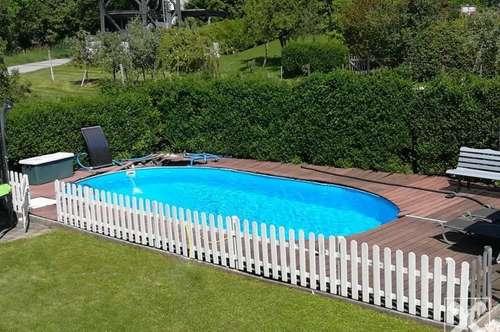 Alle unter einem Dach: Großzügiges Wohnhaus mit Pool