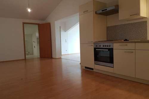 3 Zimmer Dachgeschoss - 110m² für 765,90 inkl. Betriebskosten und Parkplatz