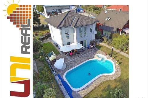 - UNI-Real - Traumhaus mit großem Pool und Doppelgarage!