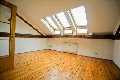 STUDENTENHIT- 3-Zimmer-Dachgeschosswohnung in der Innenstadt - 93 m²