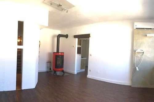 2,5 Zimmerwohnung mit Loggia und Klimaanlage, in zentraler Lage