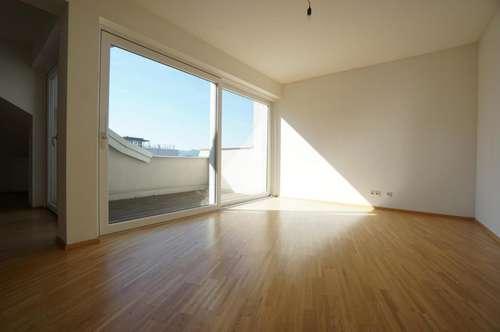 Neu sanierte Altbauwohnung - 4-Zimmer mit Terrasse in sehr zentraler Lage