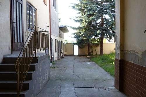 Sanierungsbedürftiges jedoch geräumiges Haus mit Garten